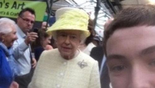 Queen-Selfie1